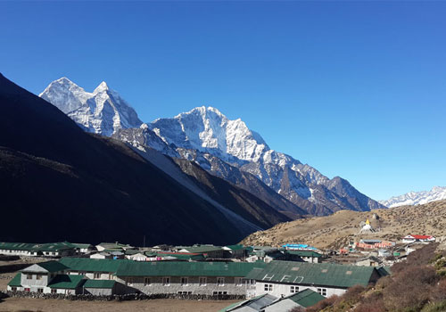 Tengboche to Dingboche (4,400 m/14,300 ft): 5 - 6 hours