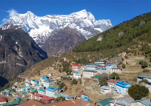 Phakding to Namche Bazaar (3,440 m/11,280 ft.): 6-7 hours